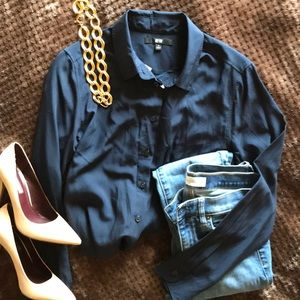 Navy blue Uniqlo easy care button down shirt
